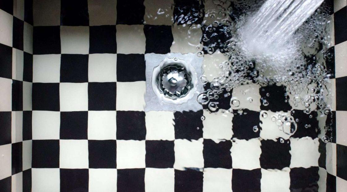 mosogató folyó vízzel